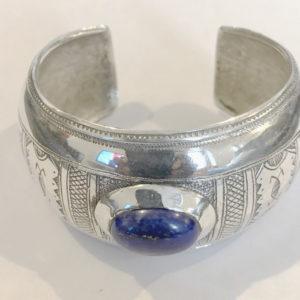 Bracelet femme cadeau surprise Bijoux Touaregs Bracelet en argent massif et du lapis lazuli tendance avec des très joli dessins