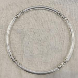 Bracelet simple femme moderne Bijoux touaregs Bracelet en argent massif cercle gravé (61 mm de diamètre et pèse 22 g) très tendance il peut y avoir 7 bracelets un semainier.