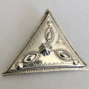 Broche argent moderne belle Bijoux touaregs, Broche en argent massif, forme triangulaire accessoire de mode moderne