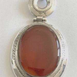 Collier bijoux mixte Cornaline Bijoux touaregs. pendentif articulé en pierre de cornaline sertie sur argent forme ovale bijoux mixte