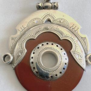 Pendentif argent moderne beau Bijoux touaregs, gros pendentif en pierre de cornaline entouré d'argent, pendentif mixte. Produit éthique et solidaire.