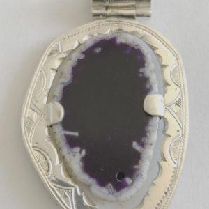 Collier pierre petit prix Bijoux touaregs, pendentif en argent massif et agate violette. Bijoux mixte