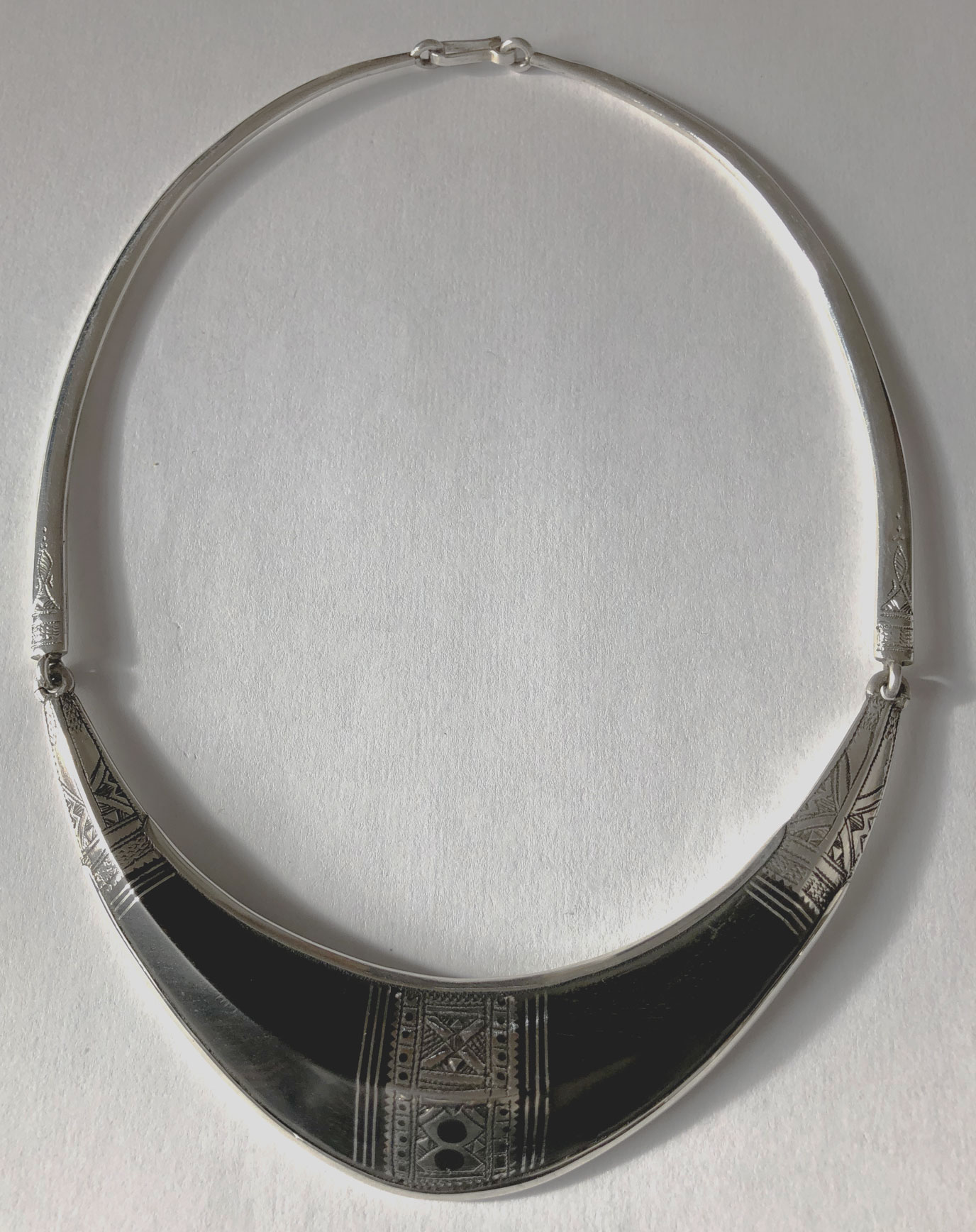 collier touareg fait par main des artisans touareg
