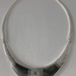 Gros collier à la mode femme Bijoux touaregs Gros collier en argent et ébène, tour du cou avec un plaque au milieu Produit unique, fait main